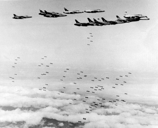 Великая страна СССР,бомбежки Вьетнама