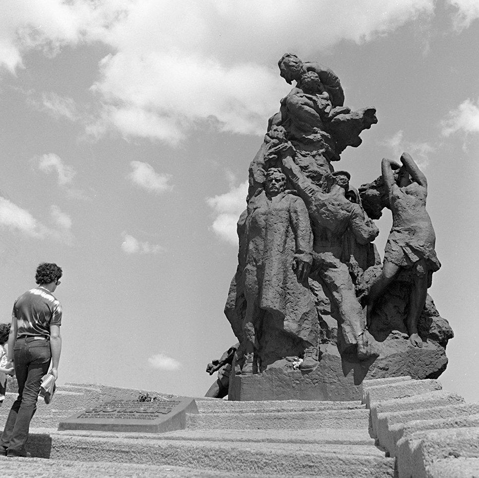 Великая страна СССР, памятник жертвам фашизма - Бабий Яр